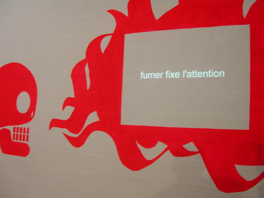 art contemporain contemporary art collectif d'artistes collective people alp le collectif alaplage installation David Bowie cigarette stickers trabendo Astérides Marseille skull