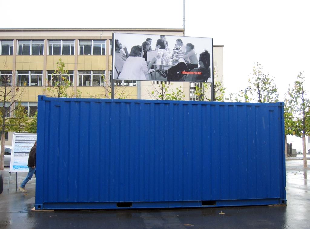 art contemporain contemporary art collectif d'artistes collective people alp le collectif alaplage installation affichage public espace public container suisse Neuchâtel le CAN le Pavé dans la Mare Besançon