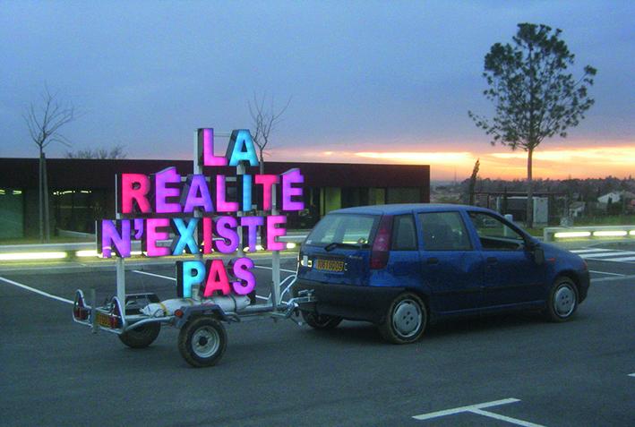 art contemporain Occitanie Toulouse contemporary art Manuel Pomar collectif alp le collectif Ala Plage à la plage remorque enseigne mobile led la réalité n'existe pas collection publique les Abattoirs